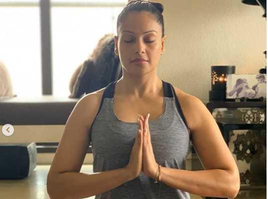 celebrities-doing-yoga