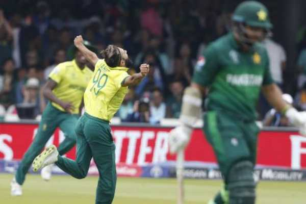 imran-tahir-takes-jaw-dropping-catch-to-become-south-africa-s-leading-wicket-taker-in-world-cup