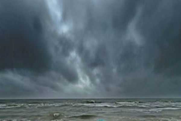 formation-in-the-bay-of-bengal-windsurfers-indian-weather-center