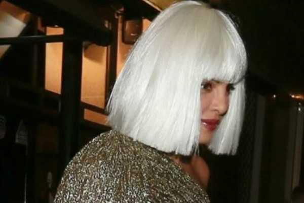 priyanka-shared-her-photo-with-white-hair-wig-goes-viral
