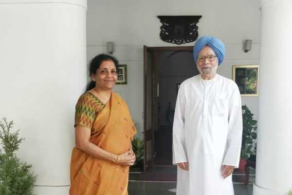 delhi-finance-minister-nirmala-sitharaman-met-former-pm-dr-manmohan-singh-at-his-residence