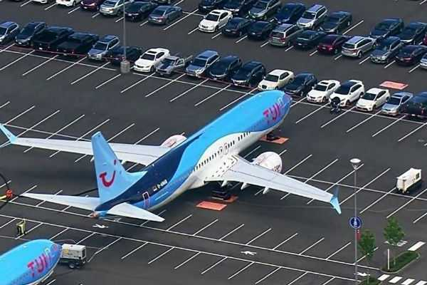 boeing-flights-are-parked-at-car-parking-area