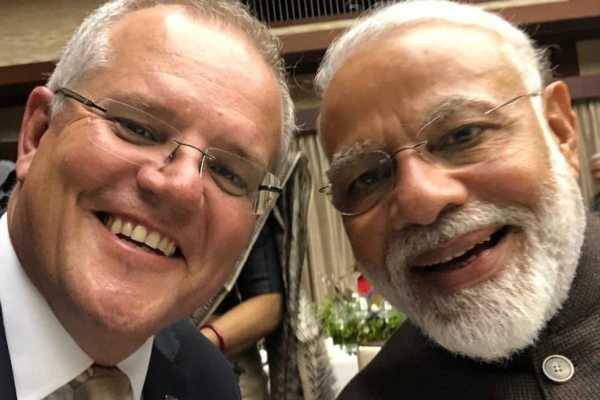 australian-pm-tweets-selfie-with-modi-says-kithana-acha-he-modi