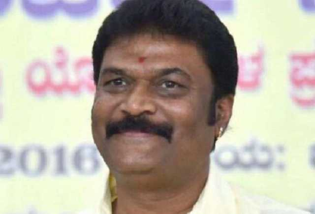 more-trouble-for-coalition-govt-in-karnataka-cong-mla-anand-singh-tenders-resignation