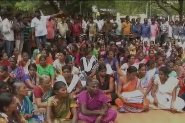 srilankan-refugees-gives-petition-to-madurai-collector