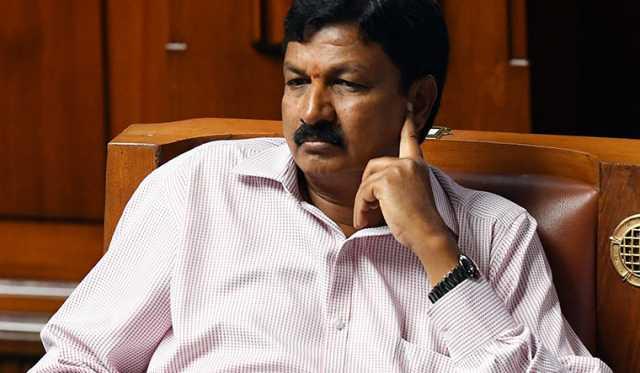 karnataka-mla-submits-resignation