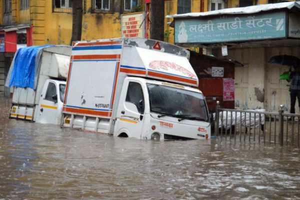 heavy-rain-in-10-years-mumbai-floating-in-the-water