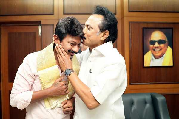 udhayanidhi-gets-wishes-from-stalin
