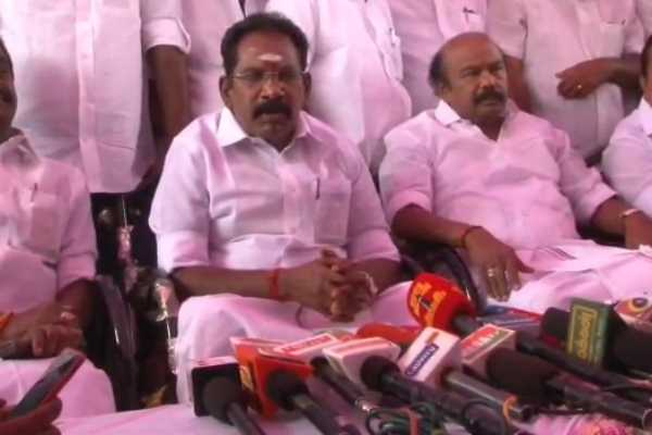 stalin-gives-photo-pose-as-he-did-minister-sellur-raju