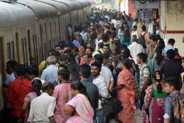 chennai-low-electric-trains-passenger-struggled