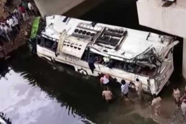 up-29-dead-as-bus-falls-into-drain-on-yamuna-expressway