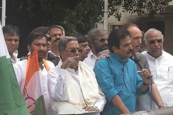 karnataka-crisis-siddaramaiah-gulam-nabi-asad-arrested
