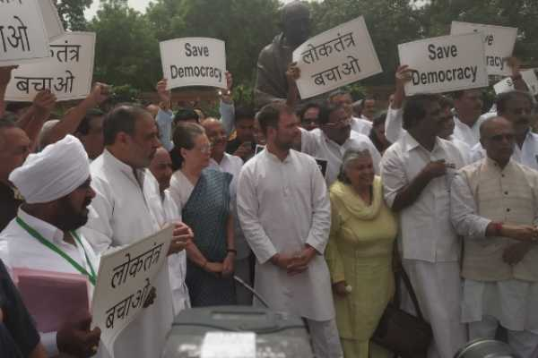 sonia-and-rahul-protest-in-parliament-complex