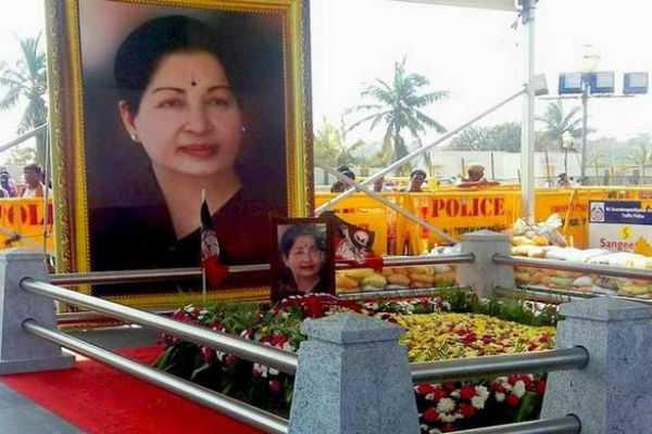 minister-c-vijayabaskar-courtesy-at-jayalalithaa-memorial