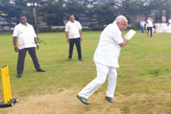 karnataka-bjp-karnataka-president-bs-yeddyurappa-played-cricket-with-bjp-mlas-at-ramada-hotel-in-bengaluru