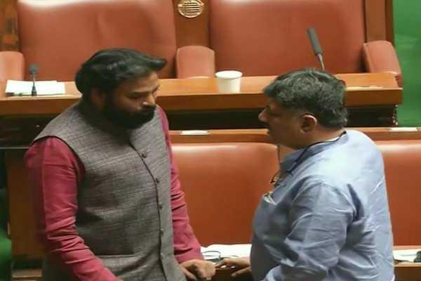 bengaluru-congress-leader-dk-shivakumar-with-bjp-mla-b-sriramulu-in-karnataka-assembly