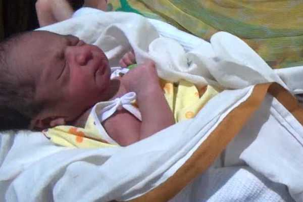mother-who-threw-a-baby-in-the-pond-shore-in-trichy
