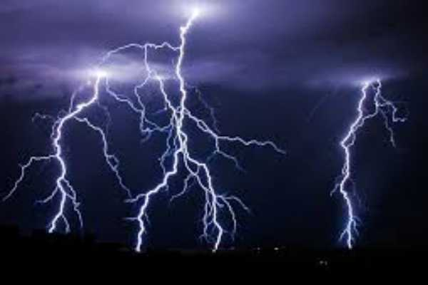 shock-8-people-including-children-struck-by-lightning