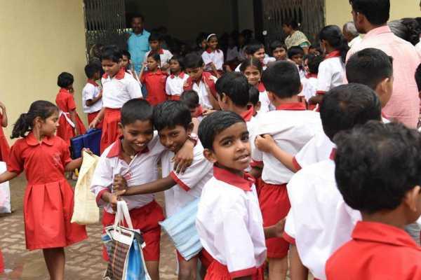 vadodara-primary-school-children-enjoy-bag-free-education
