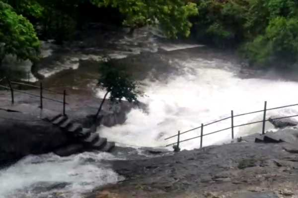 allowed-tourists-in-coimbatore-courtallam