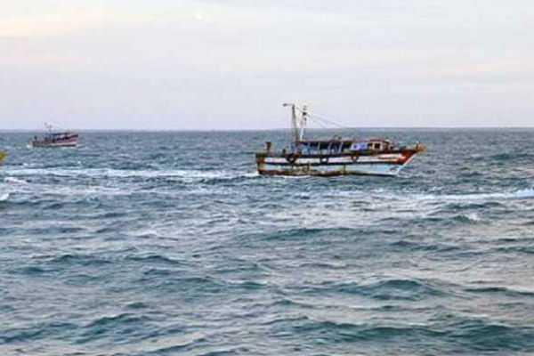 4-tamil-nadu-fishermen-arrested