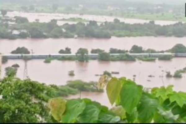maharashtra-2000-passengers-stranded-as-mahalaxmi-express-held-up-due-to-heavy-rains