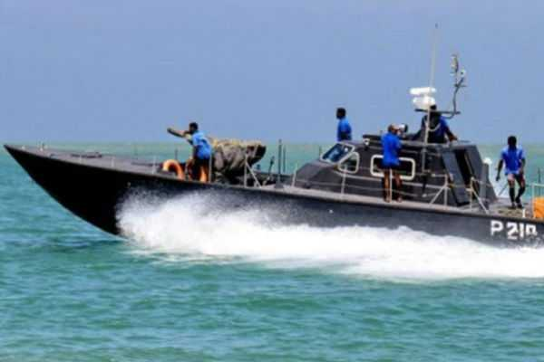 sri-lankan-navy-arrests-six-persons-for-smuggling-beedi-leaves
