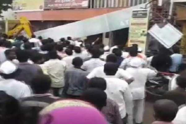 maharashtra-roof-of-bank-collapses-in-solapur-1-dead-over-20-feared-trapped