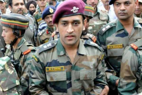 m-s-dhoni-in-kashmir-army