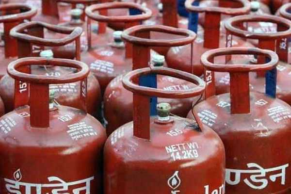 non-subsidised-cooking-gas-price-slashed-by-rs-62-50-per-cylinder