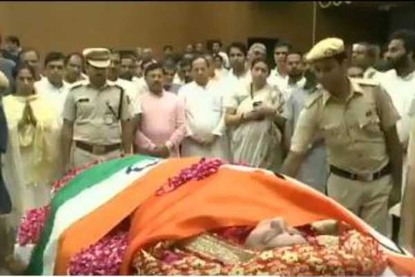 former-external-affairs-minister-sushmaswaraj-wrapped-in-tricolour-at-bjp-headquarters-in-delhi