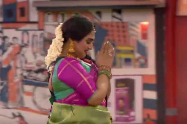 vanitha-vijayakumar-giving-entry-into-the-bigg-boss-house-again