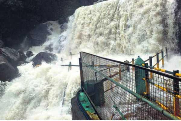 ban-on-bath-in-the-suruli-falls