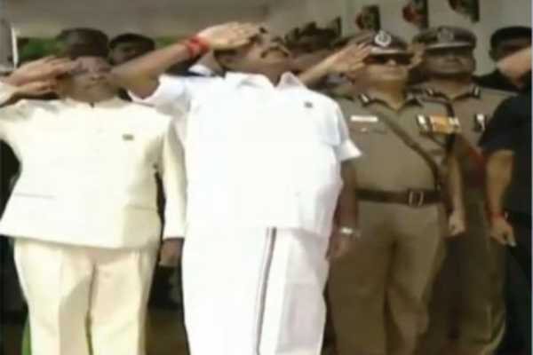 chief-minister-hoists-national-flag-at-chennai-fort