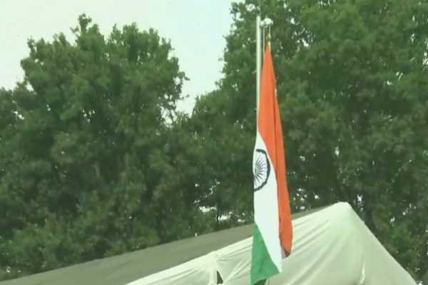 first-ever-national-flag-rise-in-kashmir