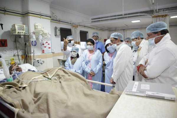bhopal-cm-kamal-nath-meets-madhya-pradesh-former-chief-minister-bjp-leader-babulal-gaur-at-narmada-hospital