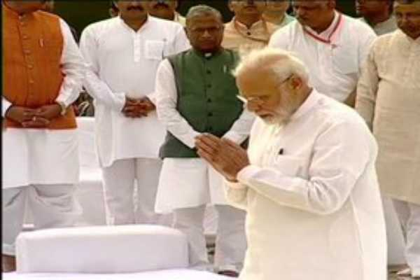 delhi-president-ram-nath-kovind-prime-minister-narendra-modi-pay-tribute-to-former-pm-atalbiharivajpayee-on-his-first-death-anniversary