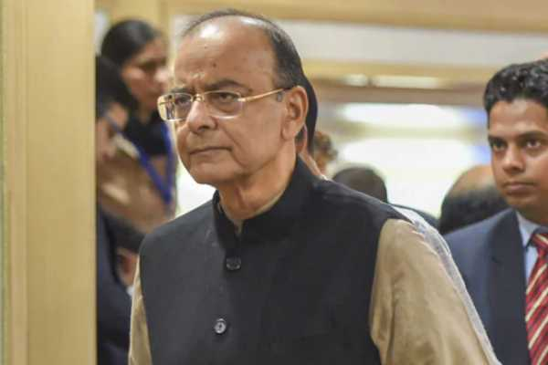 arun-jaitley-is-being-given-artificial-respiration-delhi-aiims