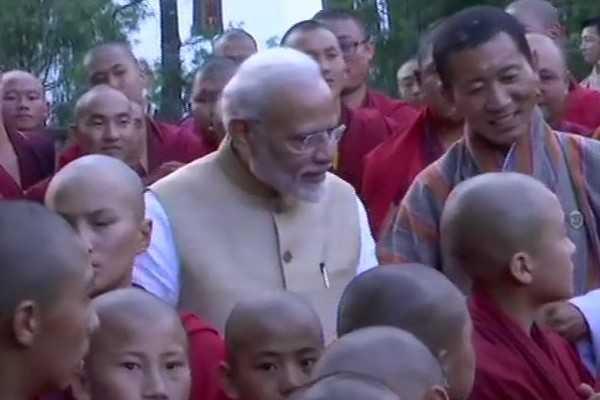 modi-meets-monks-at-bhutan