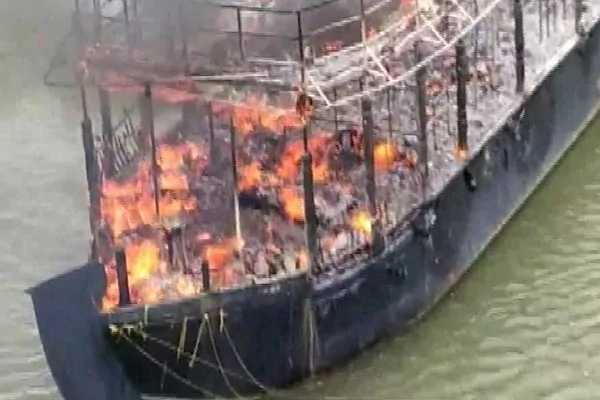 goa-houseboat-gutted-after-fire-breaks-out-damage-worth-lakhs-caused