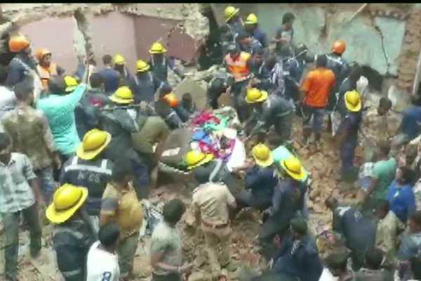 gujarat-3-storey-building-collapses-in-ahmedabad-s-amraiwadi-several-feared-trapped