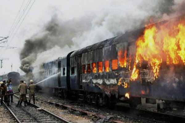 fire-on-train-in-delhi