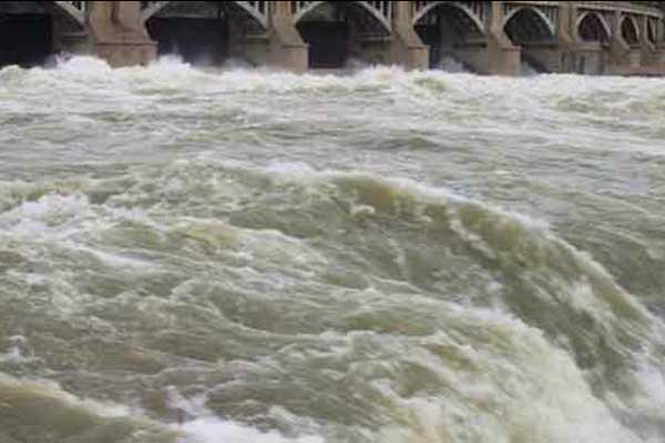 low-level-open-water-in-mettur-dam