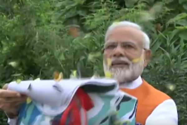 modi-at-the-butterfly-garden-in-kevadiya-gujarat