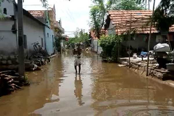 trichy-sevege-water-flowing-in-street