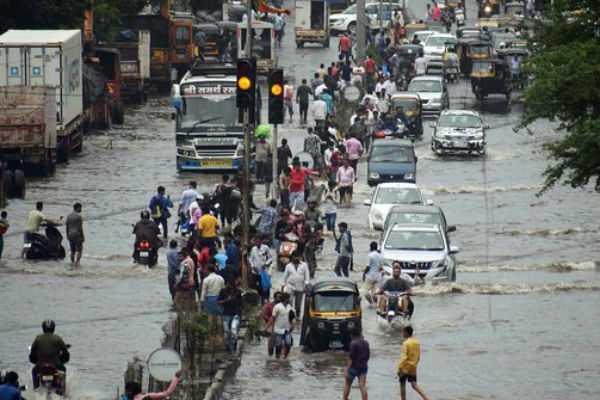 mumbai-s-historic-rainfall-red-alert-in-mumbai-s-isolated-areas-by-imd