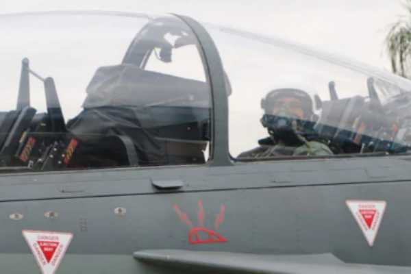 india-s-first-defense-minister-to-fly-in-tejas-aircraft