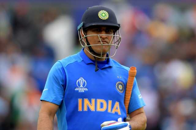 dhoni-should-quit-on-his-own