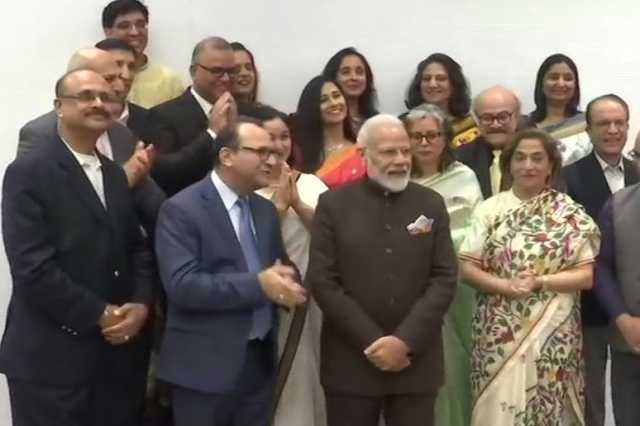 the-kashmir-pandit-community-who-kissed-and-thanked-the-prime-minister