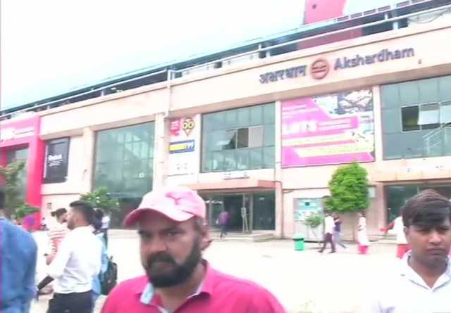 shooting-at-cops-in-delhi